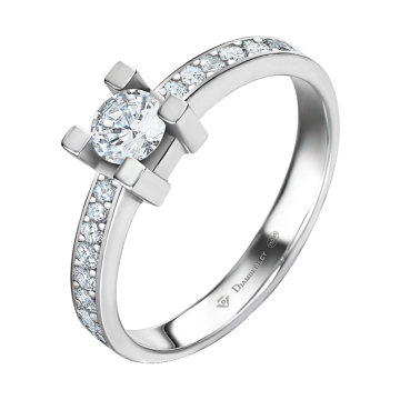 Anillo de oro blanco 18 kts con diamantes 0,52 ct.