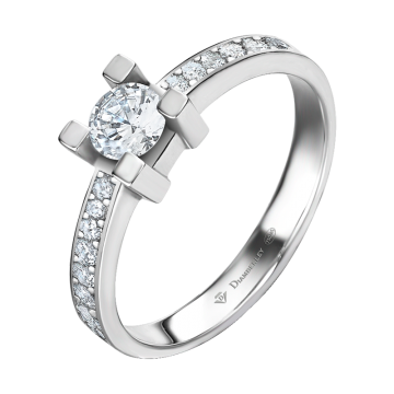 Anillo de oro blanco 18 kts con diamantes 0,57 ct.